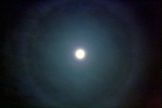 Mondhalo über der  Sternwarte