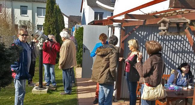 Viele Besucher bei Sonnenfinsternis