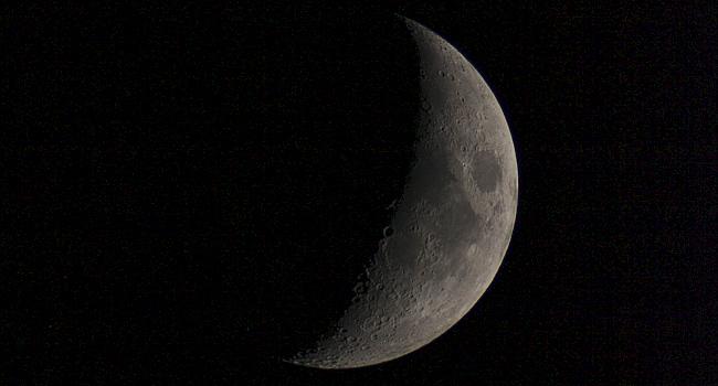 Mondsichel mit neuem Refraktor AR6