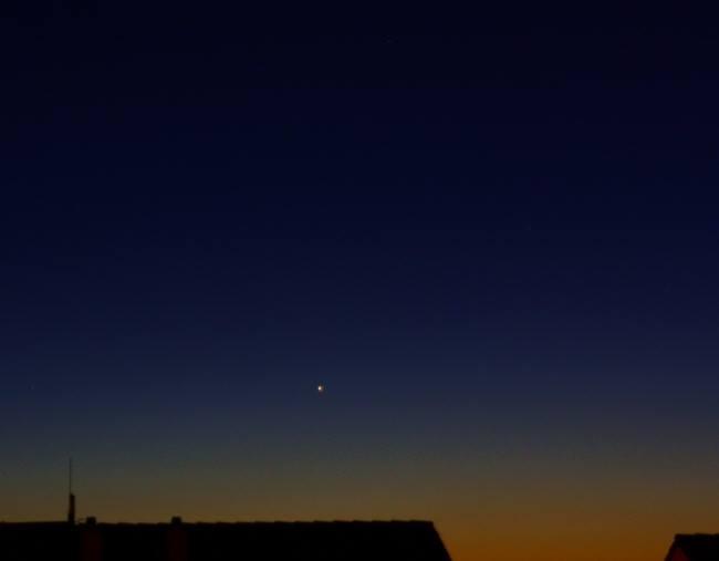 Merkur tief am Abendhimmel