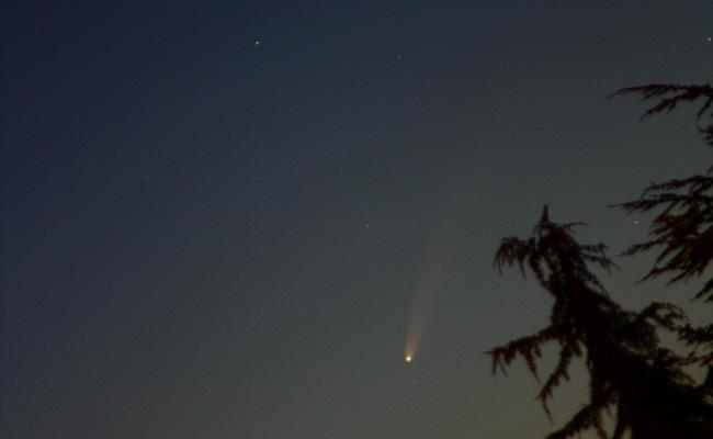 Komet Neowise (3) mit nächtlichem Spaziergang über den Himmel