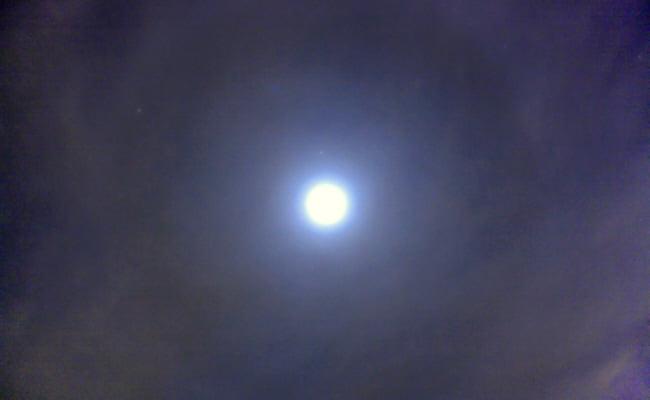 Schwaches Mondhalo über der Sternwarte